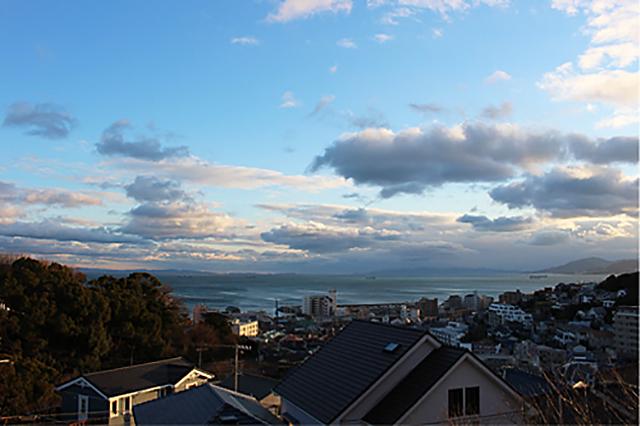 窓から見える山と海の景色に感動した。