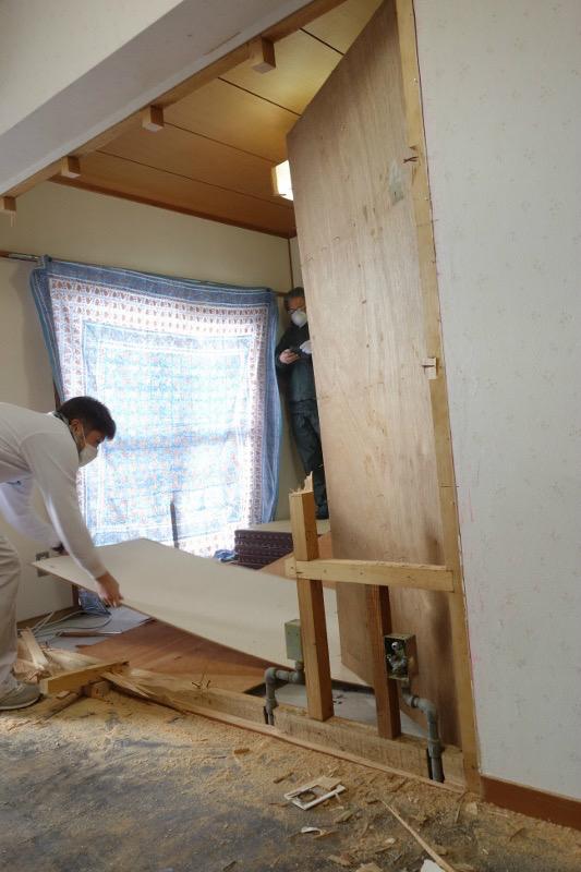 【解体】南3室のうち壁を一枚解体し、2室に。