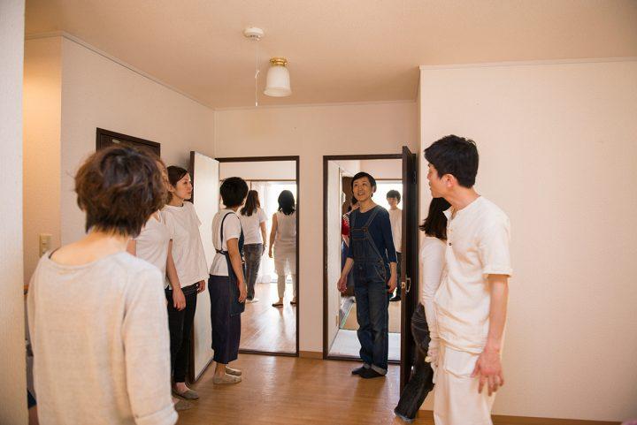 今回の会場の団地物件ツアー。リノベーション前の別部屋を見学。